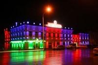 Наружное освещение: архитектурное освещение зданий, фасадов дома в Кургане